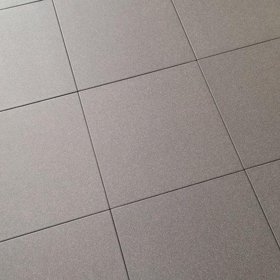 Tegelvloer met cementdekvloer en vloerverwarming verwijderen